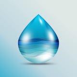 Onda di oceano su goccia di acqua Immagine Stock