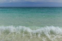 Onda do mar e praia da areia Imagens de Stock