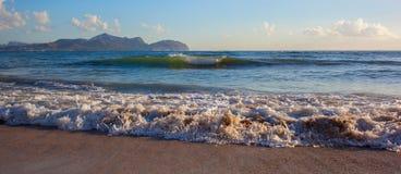 Onda do mar na areia fotografia de stock royalty free