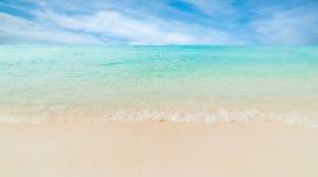 Onda do mar na praia da areia Fotos de Stock Royalty Free