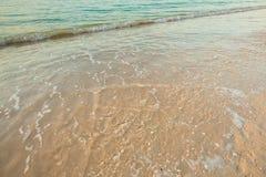 Onda do mar na praia da areia Imagem de Stock