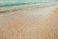 Onda do mar na praia da areia Imagens de Stock Royalty Free