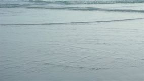 Onda do mar na praia em Tailândia filme