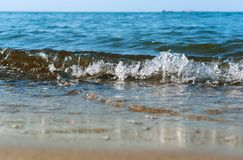 Onda do mar, onda que vem em terra, tempestade no oceano fotografia de stock