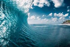 Onda do tambor no oceano Onda de quebra foto de stock