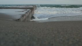 Onda e pilastro del ‹del †del ‹del †del mare nel mare video d archivio