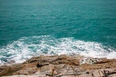 Onda e rocce Fotografia Stock