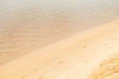 Onda e sabbia calme Fotografie Stock Libere da Diritti