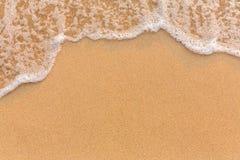 Onda en la playa de la arena imagen de archivo libre de regalías