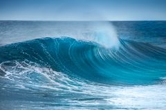 Onda en Océano Atlántico imagenes de archivo
