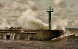 Onda enorme della tempesta Fotografie Stock Libere da Diritti