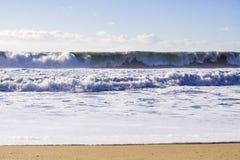 Onda entrante enorme, Half Moon Bay, Califórnia fotografia de stock