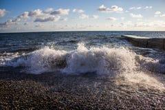 Onda grande en el mar Foto de archivo libre de regalías