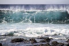 Onda grande en el océano Imagenes de archivo