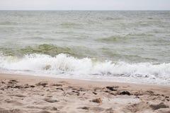 Onda hermosa en la playa Imágenes de archivo libres de regalías