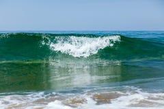 Onda litoral da espuma fotografia de stock
