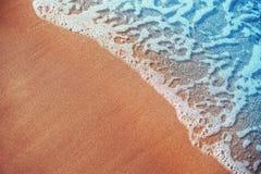 Onda macia do oceano azul no Sandy Beach Fotos de Stock