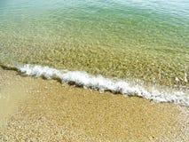 Onda molle del mare sulla spiaggia di sabbia per fondo Immagini Stock Libere da Diritti