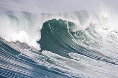 Onda oceanica incredibile nel Portogallo immagine stock
