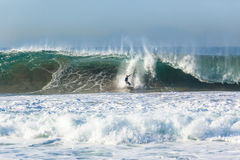 Onda que practica surf de la persona que practica surf Fotografía de archivo