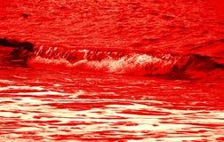 Onda rossa sanguinante immagine stock