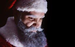 Onda Santa Claus grimaser och skräck en ruskig framsida arkivbild