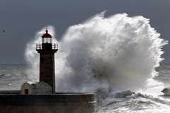 Onda tormentoso retroiluminada Fotografia de Stock