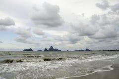 Onda tropical de la playa Imagen de archivo libre de regalías
