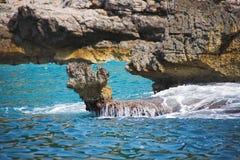 Onda y roca Imagen de archivo libre de regalías