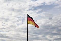 Ondas alemanas de la bandera fotos de archivo