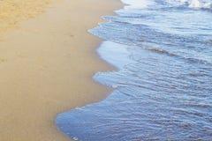Ondas azules del mar adriático durante puesta del sol Fotografía de archivo libre de regalías