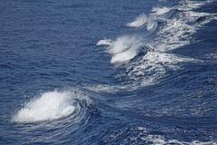 Ondas azules del mar Paisaje marino Ondas hermosas Fotos de archivo libres de regalías