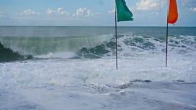 Ondas azules hermosas del mar Mediterráneo, paisaje hermoso, cielo azul Foto de archivo