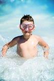 Ondas da criança e de água Fotografia de Stock Royalty Free