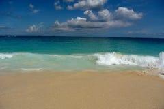 Ondas da praia de Jamaica fotos de stock