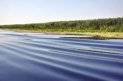 Ondas de agua de un barco Imágenes de archivo libres de regalías