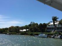 Ondas de barco en Charlotte Harbour Florida Imagenes de archivo