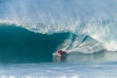 Ondas de Bodyboarding que practican surf Fotografía de archivo