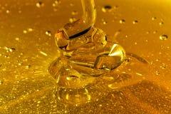Ondas de derramamento do mel Imagem de Stock
