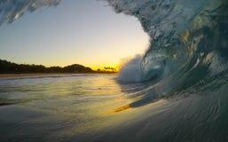 Ondas de Kauai - tiro do nascer do sol fotos de stock royalty free