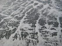 Ondas de la nieve en el hielo Imágenes de archivo libres de regalías