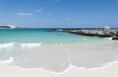 Ondas de la playa de la isla del paraíso Fotos de archivo libres de regalías