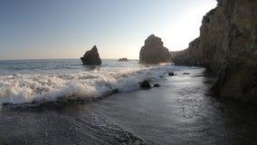 Ondas de la playa de Malibu almacen de metraje de vídeo