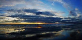 Ondas de la puesta del sol Fotografía de archivo