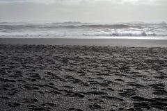Ondas de Océano Atlántico del norte en Islandia Imágenes de archivo libres de regalías