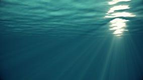 Ondas de oceano dos raios claros de alta qualidade dando laços subaquáticos da animação que brilham completamente Grande fundo ma video estoque