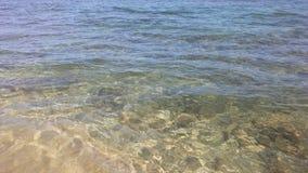 Ondas de oceano na areia em Kapaa na ilha de Kauai, Havaí Imagem de Stock