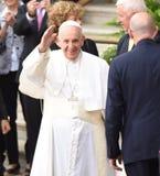 Ondas de papa Francisco Foto de archivo libre de regalías