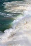 Ondas de rolamento na luz solar, Oceano Atlântico Imagem de Stock