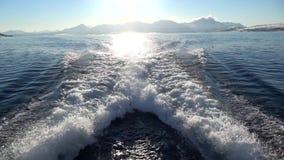 Ondas de um barco de motor video estoque